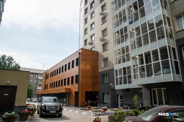 Офис компании «САРМ» и других фирм, которые входят в SWEB group, находится в здании на улице Некрасова, 63/1