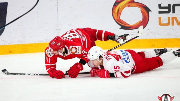 Хоккеиста «Автомобилиста» после матча оштрафовали на несколько десятков тысяч рублей