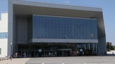 Аэропорт Стригино будет бесплатно кормить одиноких пенсионеров