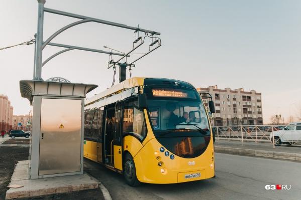 "Электробус несколько раз уже <a href=""https://63.ru/text/transport/69319819/"" target=""_blank"" class=""io-leave-page _"">снимали с маршрута</a>"