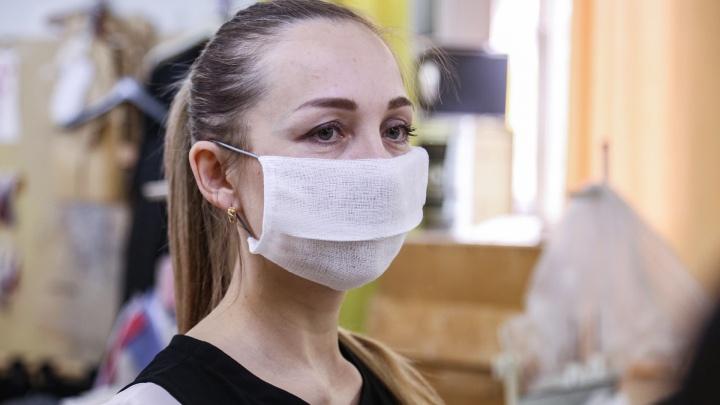 Учителей Пермского края обязали носить маски на переменах
