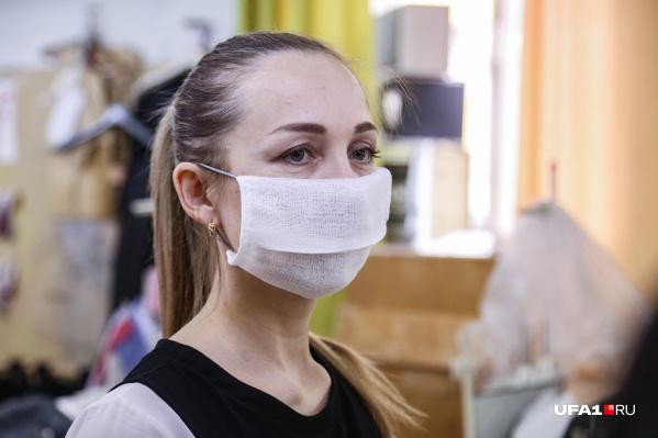 Носить маски во внеурочное время, в том числе во время перемен, теперь обязательно для учителей