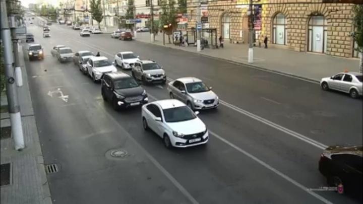 Пьяный водитель на краденой «Ладе» устроил массовое ДТП в центре Волгограда