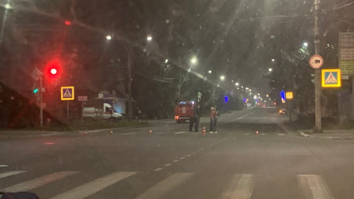 Центр Серова был перекрыт всю ночь: двое мужчин оставили гранату Ф-1 на капоте легковушки