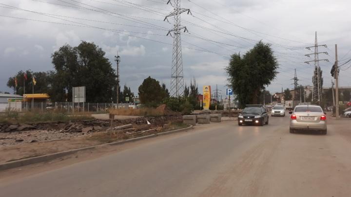 В Самаре рабочие сузили Заводское шоссе у «Дипорта»