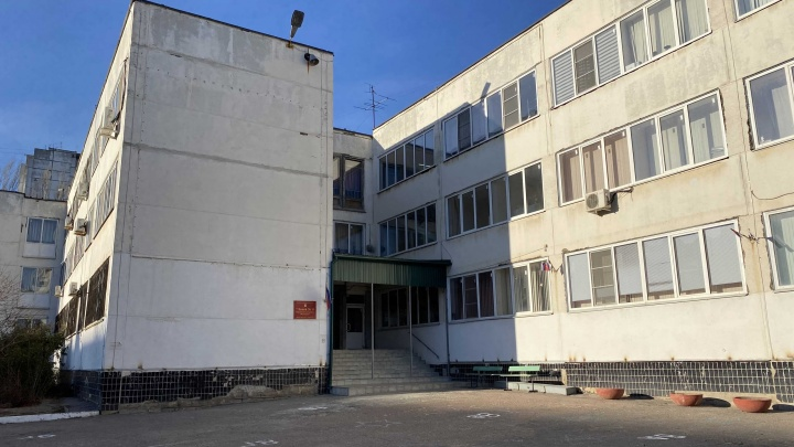 После массовой вспышки неизвестной инфекции закрыли лицей №11 Волгограда