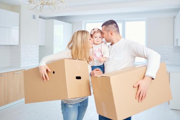 На средства военной ипотеки можно купить квартиру или комнату в готовом доме, жилой дом с земельным участком, таунхаус и квартиру в новостройке