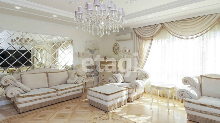 «Кукольная» и с видом на ангар: в Тюмени продают белоснежную квартиру за 25,5 миллиона