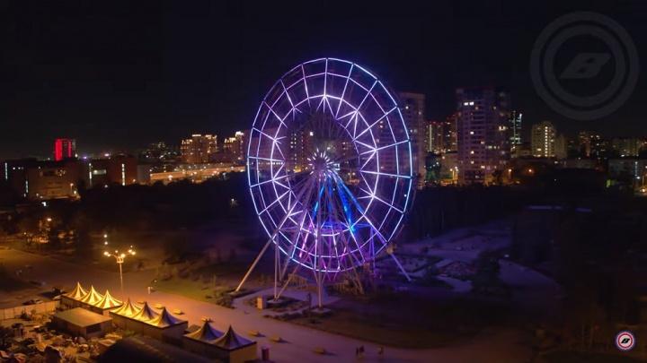 Самое яркое в России: волгоградец показал с высоты светящееся в ночи колесо обозрения