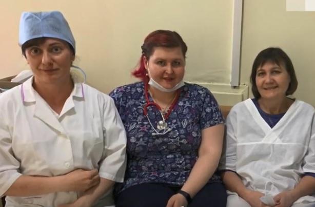 Видео дня: нижегородские врачи борются с COVID-19 и не видят близких неделями