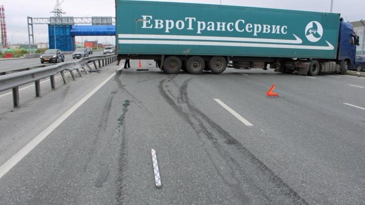 В Тюмени будут судить водителя грузовика, пассажир которого вылетел через лобовое стекло