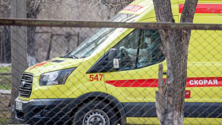 В Челябинске бригаду скорой, перевозившую пациентов с коронавирусом, отстранили от работы