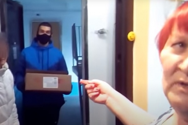 Галина Горина ждала соцработника с лекарствами, а увидела на пороге волонтёра с коробкой конфет
