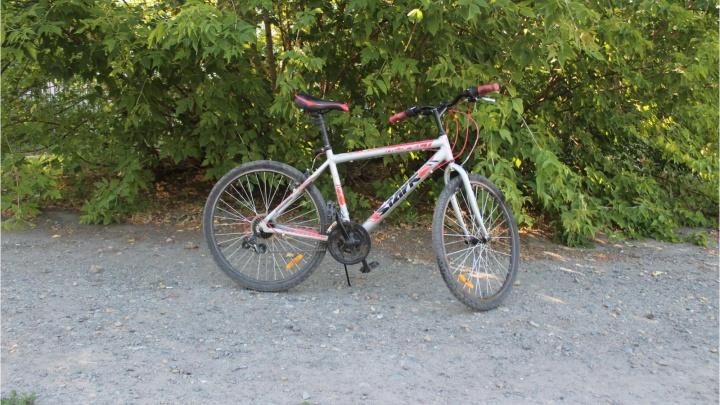 В Кургане иномарка сбила велосипедиста