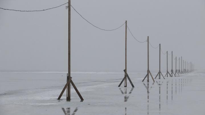 «Люди ходят по воде»: житель Кего снял на видео переправу в Архангельск
