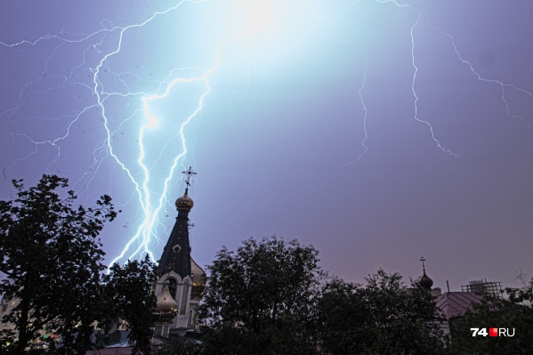 В последнее время Челябинск капитально чем-то прогневил небеса