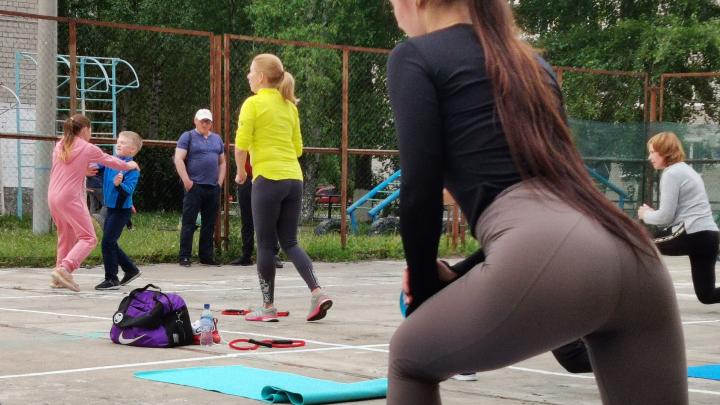«Качаешь пресс и смотришь в небо»: как фитнес-клуб перешел на уличные тренировки во время пандемии