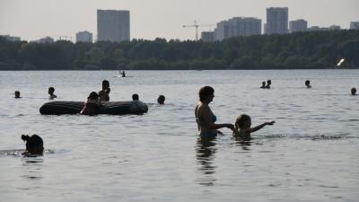 После купания в Шарташе чешется весь пляж. Разбираем причины с экспертами