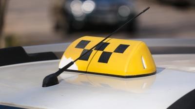 Такси в Прикамье хотят обязать перекрасить в желтый. Мнения перевозчиков и властей разделились