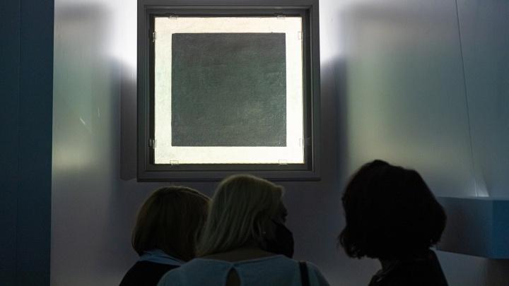 Шедевр под вооруженной охраной: в Самаре открылась выставка «Черного квадрата» Малевича