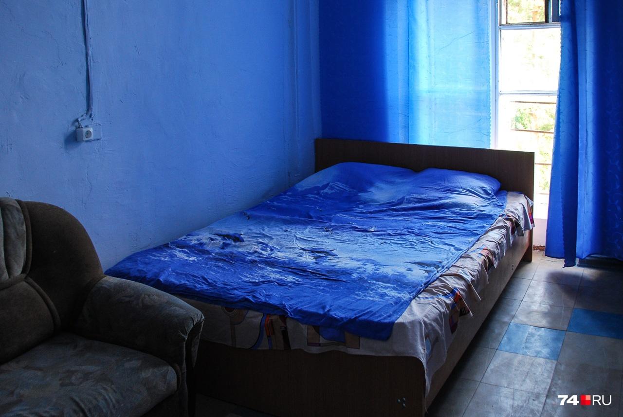 Здесь есть гостевые комнаты, так что любители острых ощущений могут обращаться напрямую к Алексею Липатникову