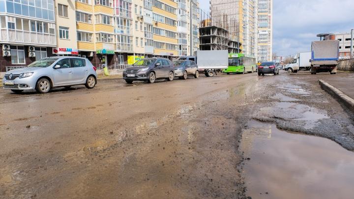 Оставили две полосы: на улице Карпинского в Перми ограничили движение