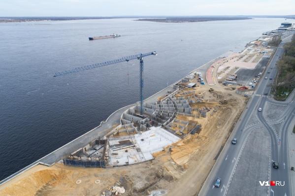 Основание амфитеатра засыпят тысячами кубометров песка для устойчивости