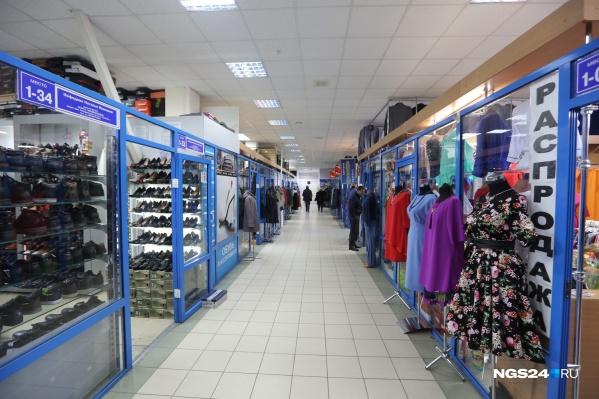 Покупка одежды в секонд-хендах: плюсы и минусы