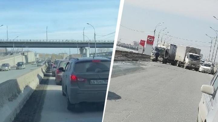«Как будто все рванули на пляж»: на дороге в Академгородок собралась огромная пробка