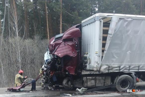 Водитель одной из фур погиб