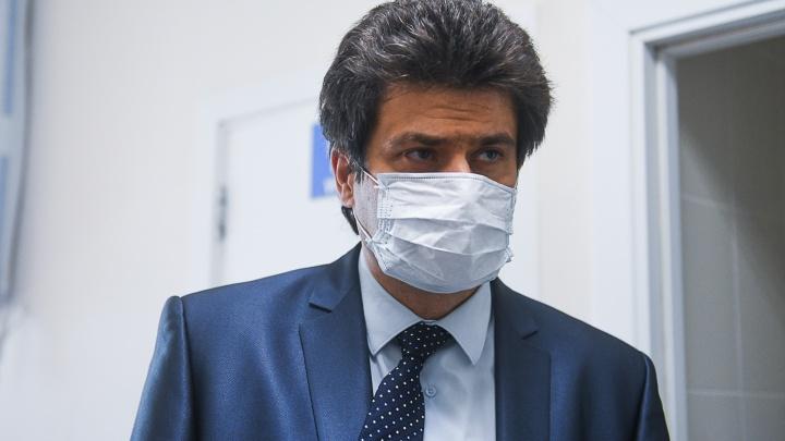 «Это следствие самоуспокоения врачей». Мэр Екатеринбурга прокомментировал массовое заражение COVID-19