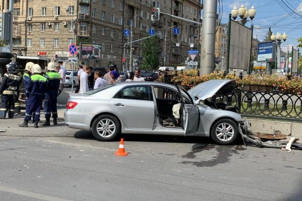В больнице оказались пять пассажиров маршрутки, а также водитель и пассажир Toyota