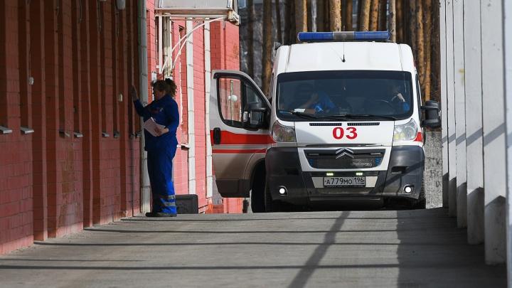 Одному из умерших всего 34 года: в России зафиксировали ещё пять смертей пациентов с коронавирусом