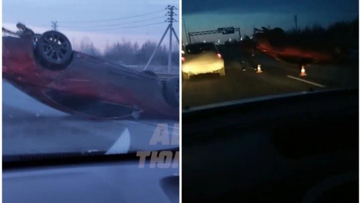Собирался в Сочи: на объездной перевернулась Mazda, ехавшая на летней резине