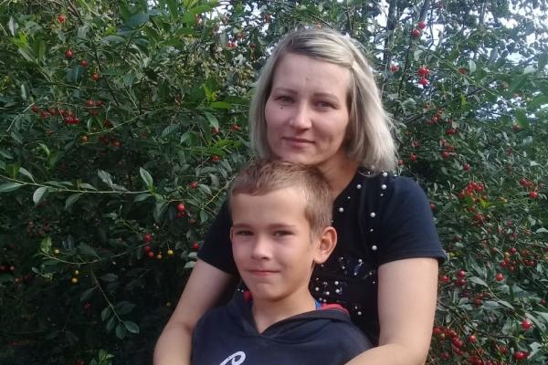 «И тут я услышала голос сына»: 10-летний мальчик помог маме спастись из воды после аварии
