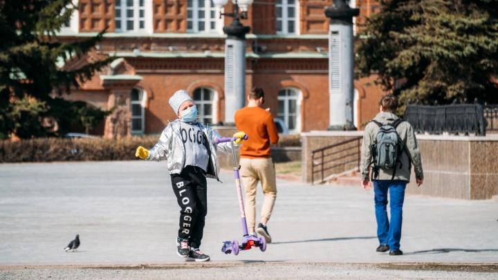 98 тысяч омских детей получат путинские выплаты в размере 10 тысяч рублей