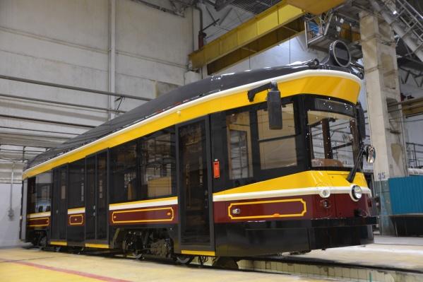 Снаружи трамвай полностью ретро, но внутри — современное оборудование