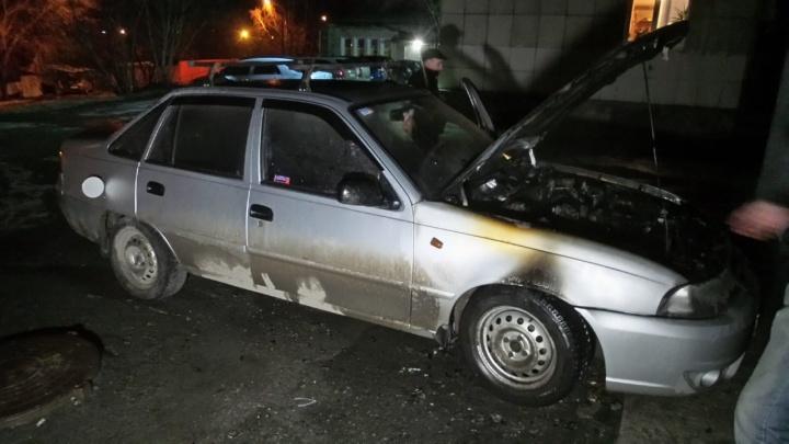 На Уктусе в соседних дворах с разницей в несколько минут сгорели три машины