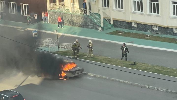 В Кургане в Заозёрном сгорел ВАЗ-2105