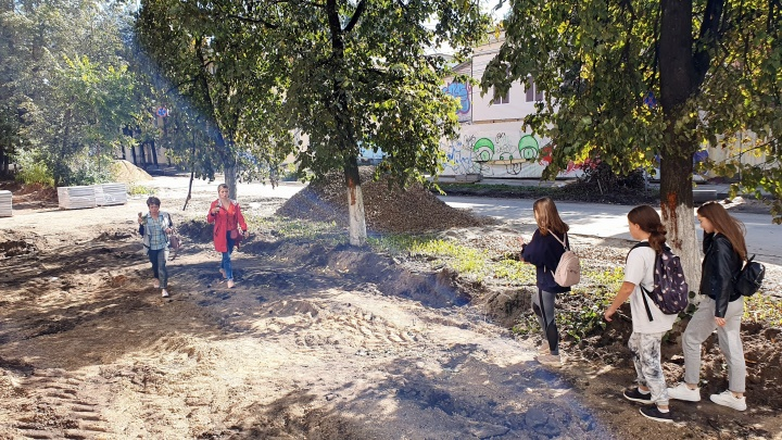 «Тут можно стать инвалидом»: ремонт дороги в центре Ярославля разозлил жителей