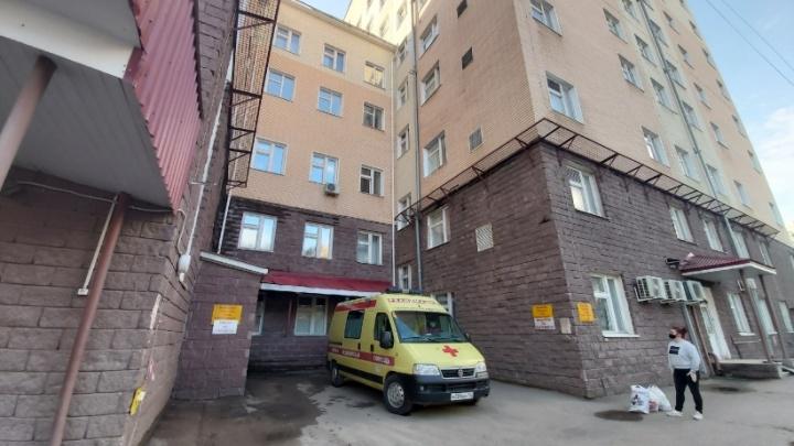 Запертых в РКБ имени Куватова 560 медиков бесплатно накормило известное кафе