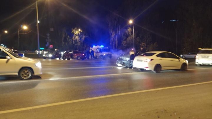 В жестком ДТП на улице Дружбы пострадали пассажиры иномарки