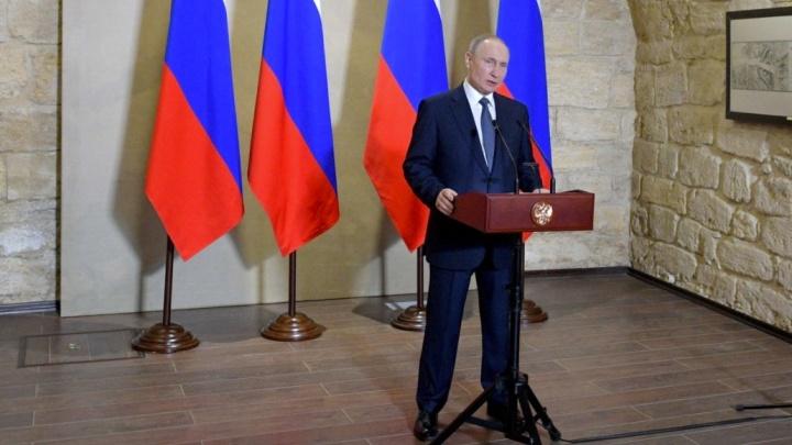 Владимир Путин наградил свердловского железнодорожника