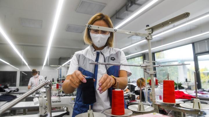 Перешли на «цифру»: фоторепортаж из первого в России умного швейного цеха, который открылся на ЖБИ