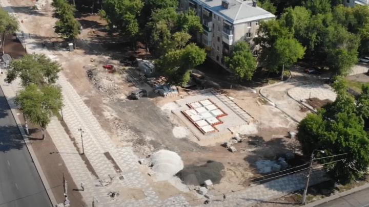 Звезды, плитка и фонтан: смотрим с высоты, как изменилась территория снесенного рынка на Авроры