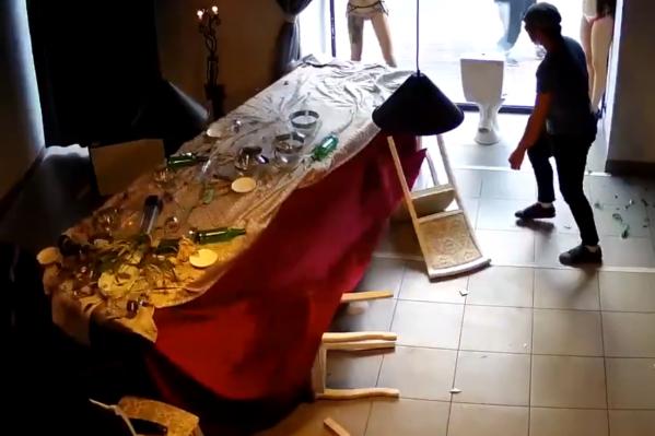 Неизвестные ворвались в галерею 9 августа