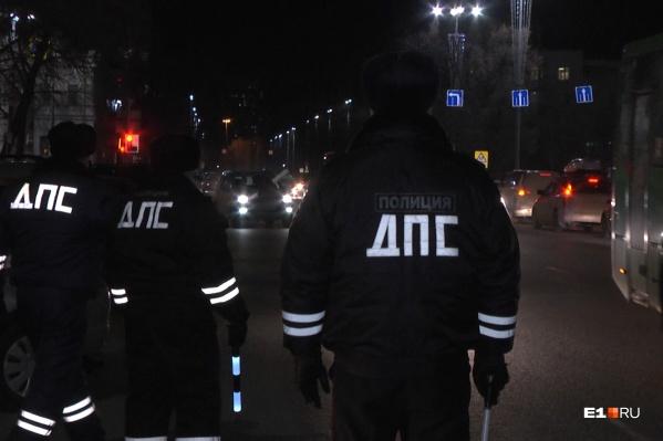 Сотрудники ГИБДД проверяли таксистов