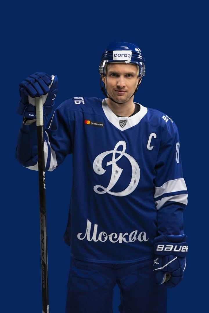 Главные фишки нового стиля «Динамо» — перфорация номеров илоготипа, а также свежеекаллиграфическое написание столицы