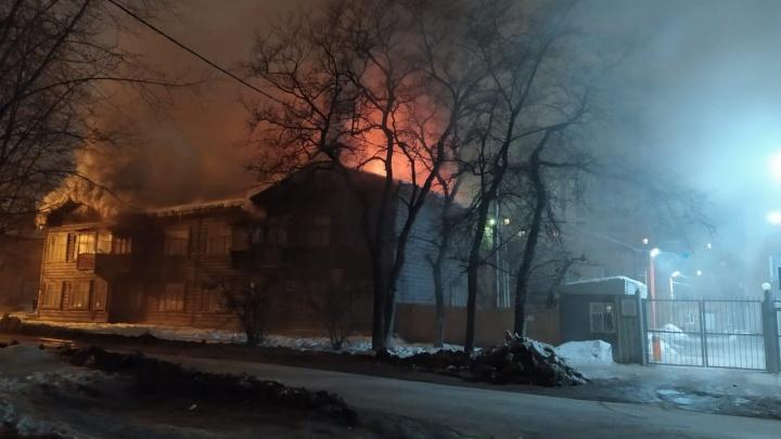 «Это был поджог»: на Авангардной горел очередной дом, который готовили к расселению