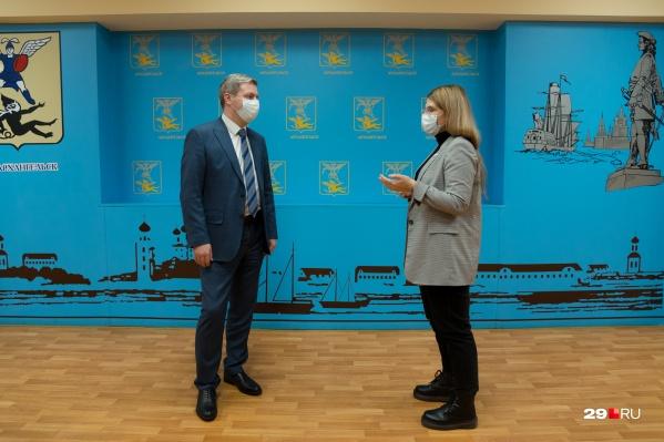 """Перед тем как побеседовать, мы еще раз пробежались по <a href=""""https://29.ru/text/politics/2020/10/28/69520501"""" target=""""_blank"""" class=""""_"""">программе Дмитрия Морева</a>, с которой он выступал в гордуме еще как кандидат"""
